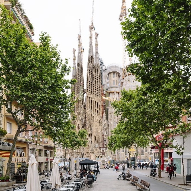 Your Travel Guide to Living La Vida Loca in Barcelona - BRIT + CO: In our journey west, we're trading in la dolce vita for la vida loca. And the description is apt: It is a feat of endurance to merely keep up with the boisterous energy of Spain's famed coastal city. (New York may be known as the city that never sleeps, but Barcelona gives the Concrete Jungle a run for its money.) T(24 April 2019)
