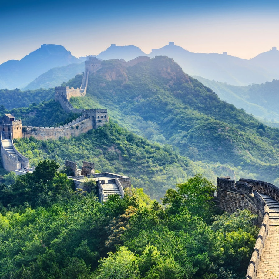 How To Hike The Great Wall Of China - THE TRAVEL HUB: There are few places in the world more iconic, or historic, than the Great Wall of China. And rightfully so. The scale of the endeavor, and the long history tracing to its creation, make it the ultimate bucket list destination. If the wall were in the U.S., it would cover the country from New York to California and back. I finally achieved my dream of visiting the Great Wall this past fall, and discovered that the experience far surpassed any conceivable expectations.(18 June 2019)