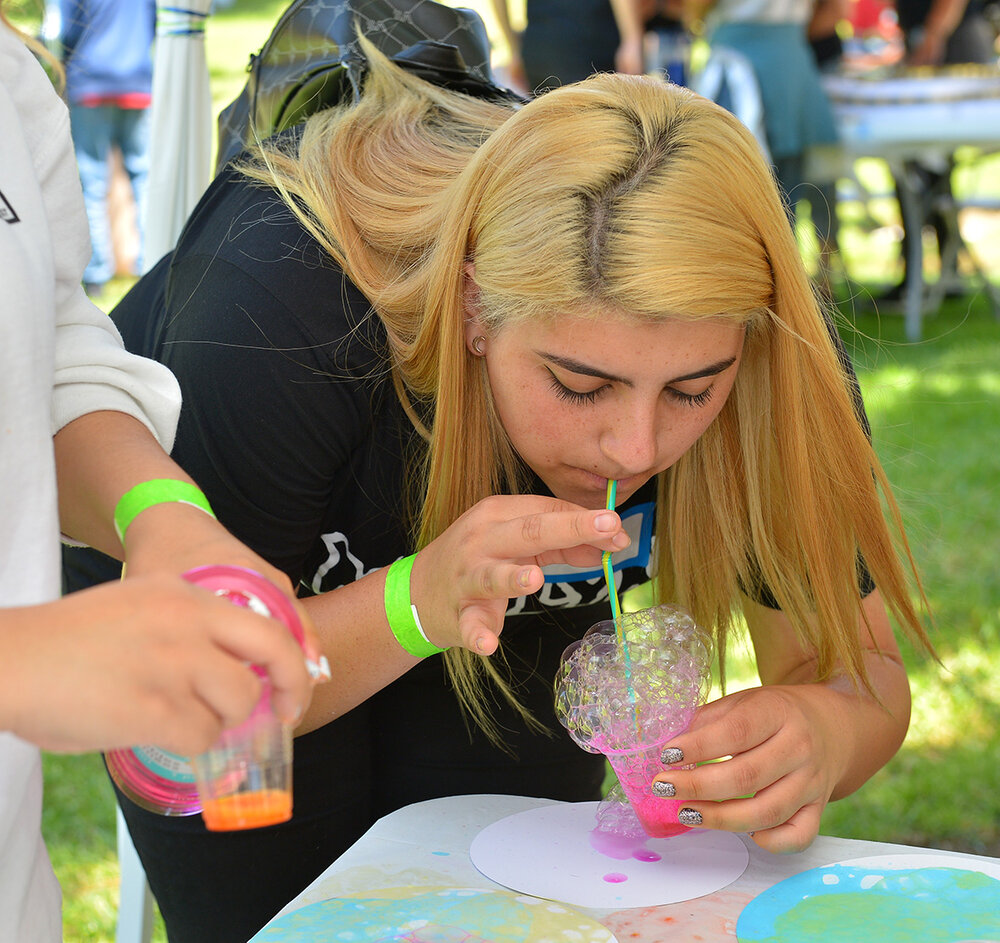 Didi Hirsch Teen Summit - Teen creates hot pink bubble art