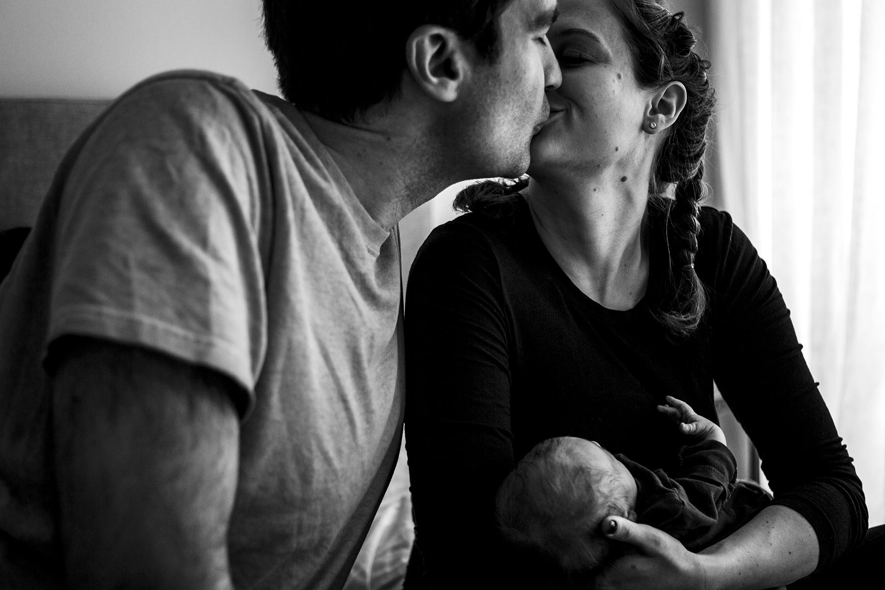 intimate maternity photos