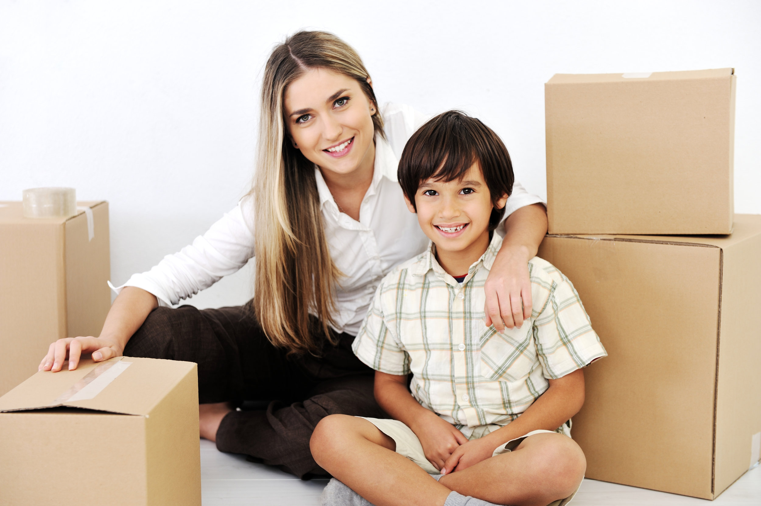 beautiful-smiling-woman-and-little-boy-openig-cardboard-box_SKWg0h_Trs.jpg
