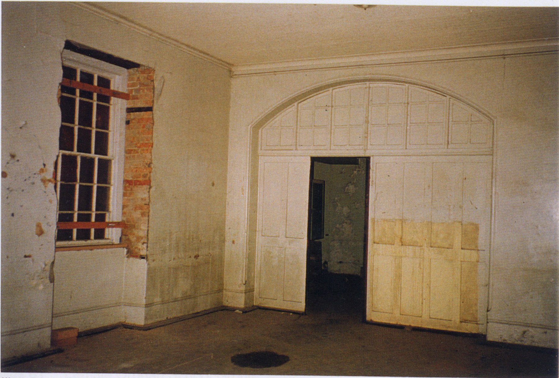 Inside the central wing, prior to the building's restoration (Tanner and Associates Architects)