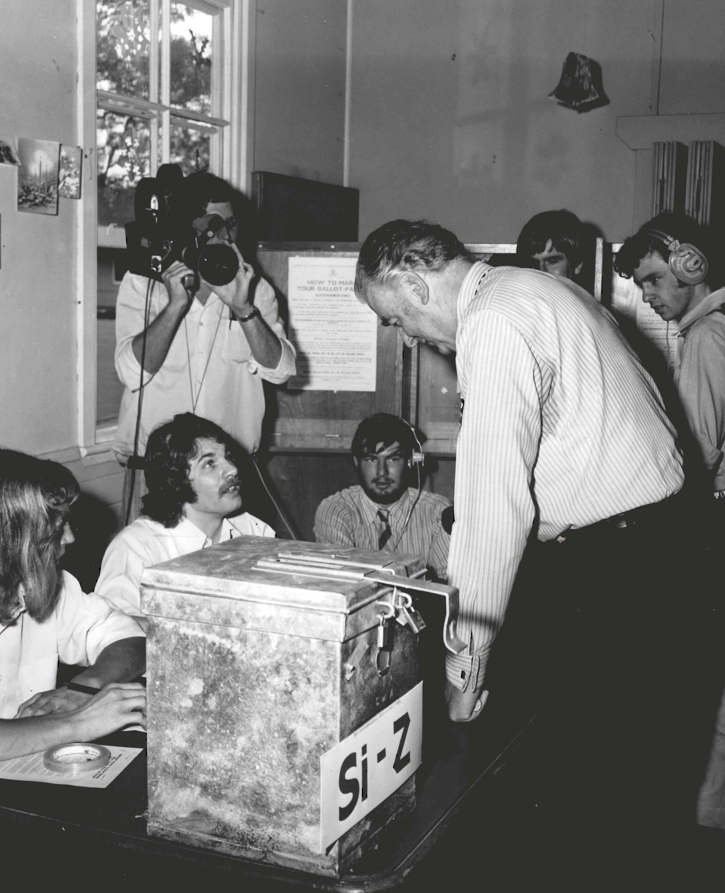 Gough Whitlam casting his vote