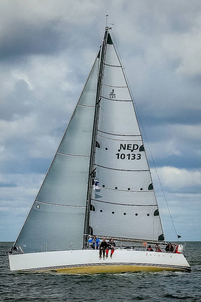 Grey double-sided taffeta Titanium sails on a J/133
