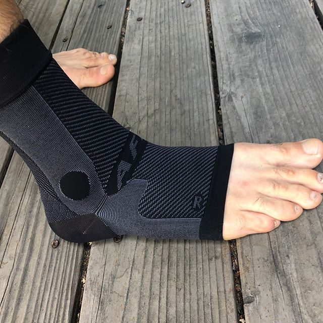 Minor ankle sprain from Pikes Peak 50k is healing well. @os1st compression is my go to. Have been using their products since my plantar fascia tear several years ago. The AF7 ankle bracing sleeve is perfect. Minimal design with built in stability and medical grade compression. Many other great products for other issues as well. See link in bio 👍🏼 Leadville 100 in 3 weeks.