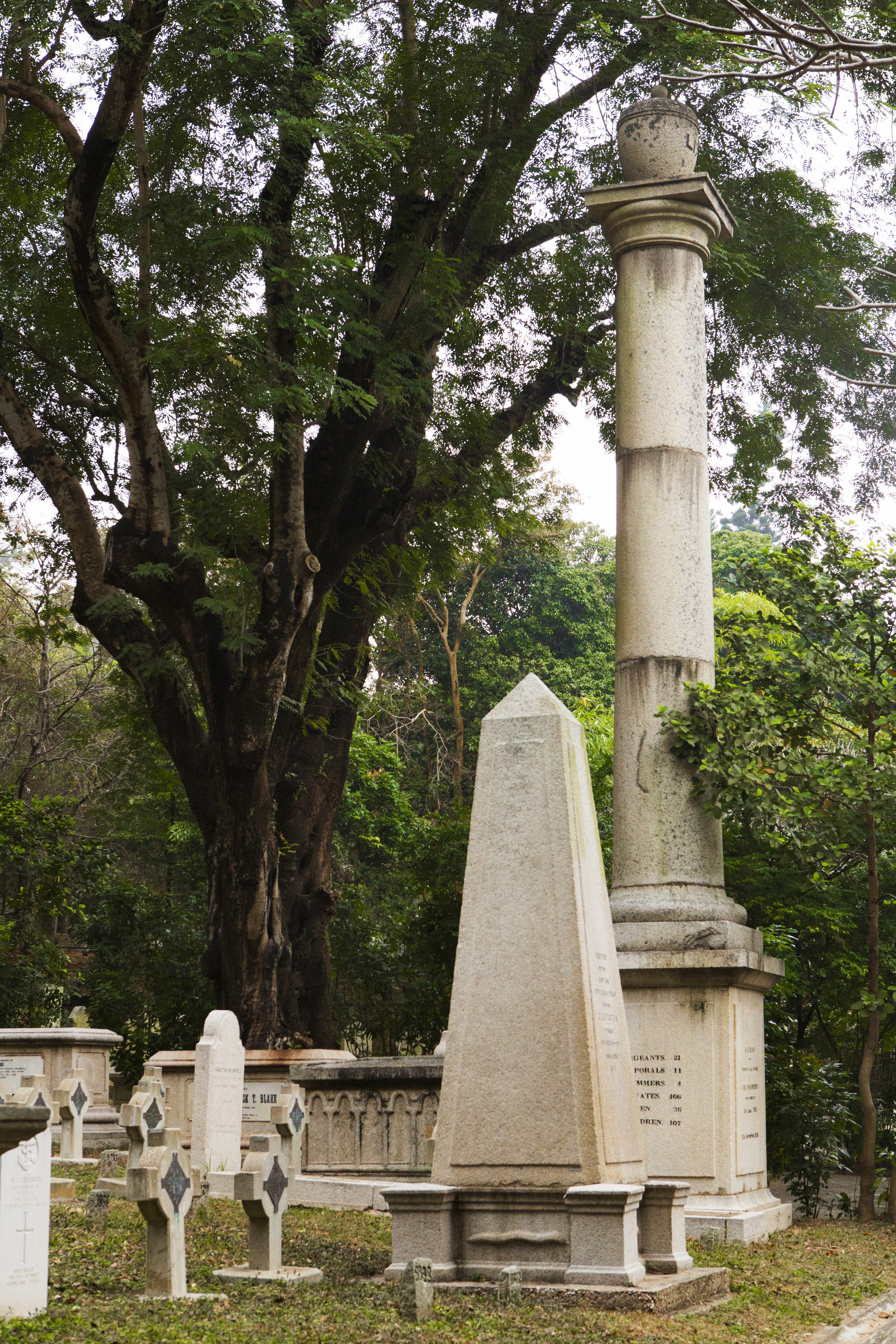 Hong_Kong_Cemetery_monuments