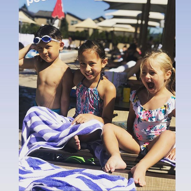 Pool day with these cuties☀️ @melissa.noda  #villasport #poolday #endofsummer #pdx #summervibes