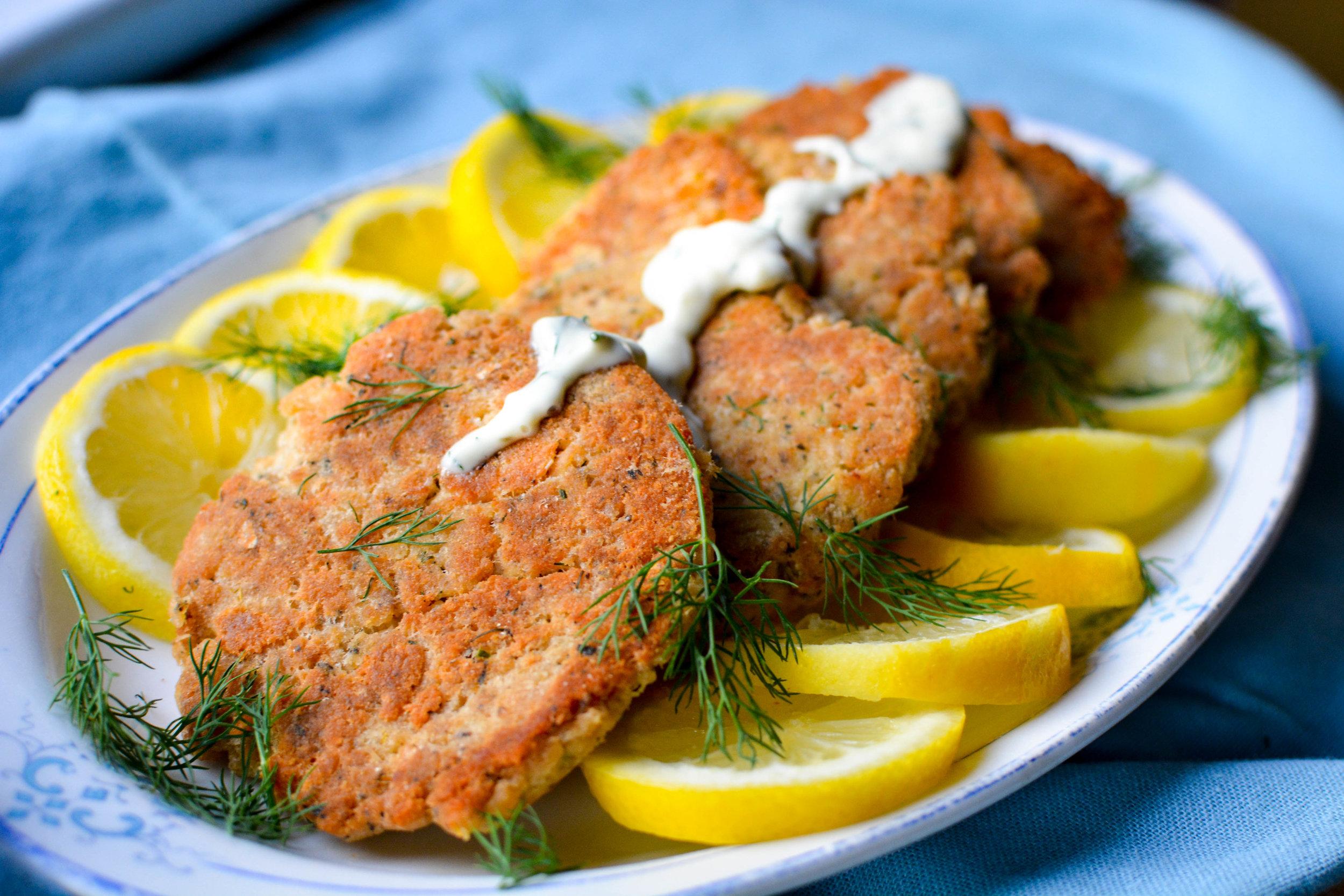 salmon cakes with lemon dill mayo