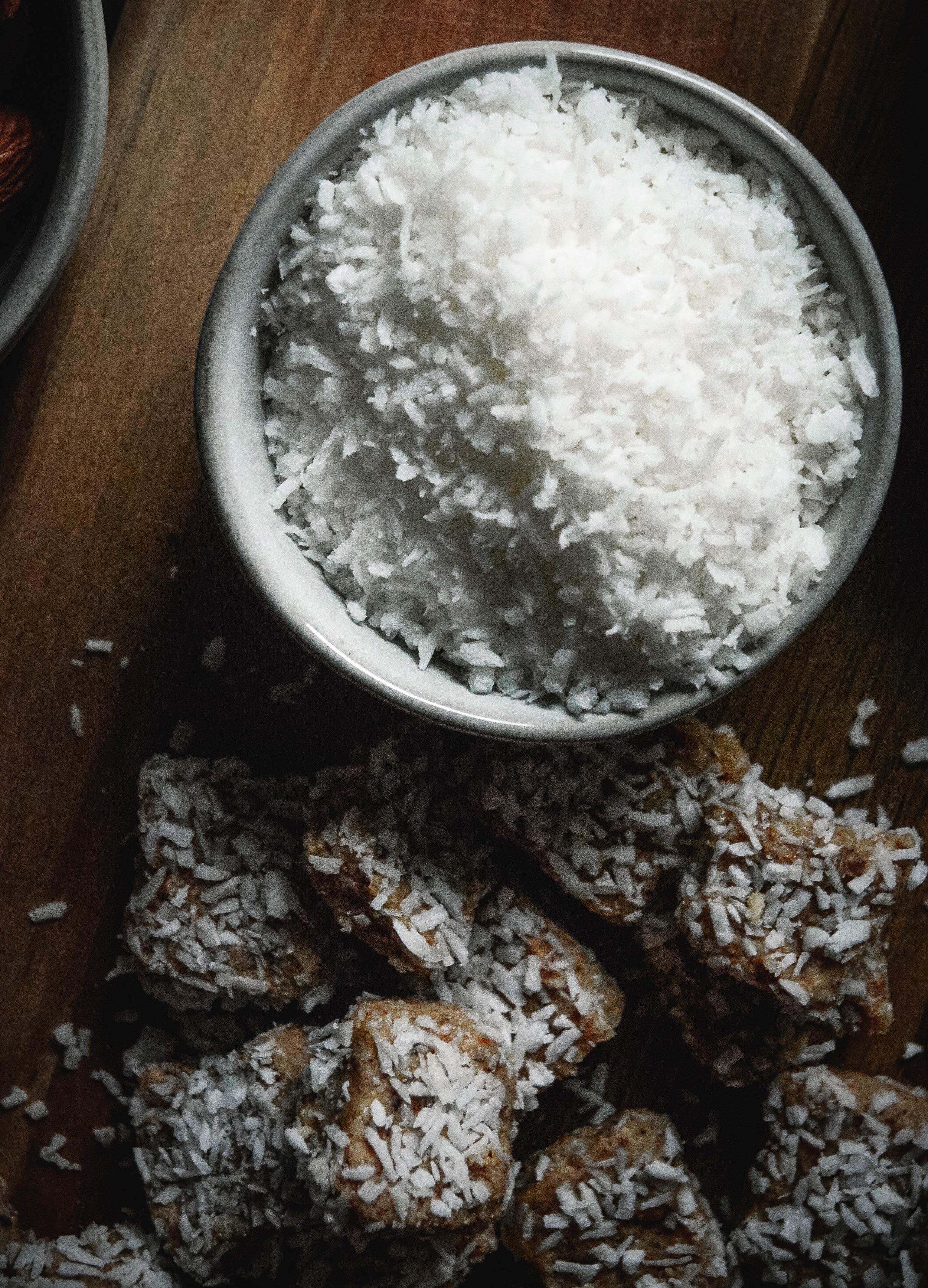 vanilla collagen coconut bites