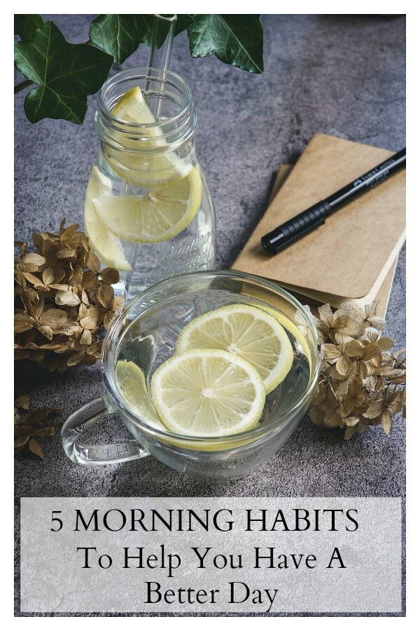 If you're tired of the roll out of bed and get out the door routine, try these 5 morning habits that have the power to transform your entire day. Check out these 5 habits that get your day off to a healthy start. #healthyhabits #healthymorninghabits #healthyroutine #healthymorningroutine #dailyhabits #5dailyhabits #calmeats #healthyliving #wellnessstrategies