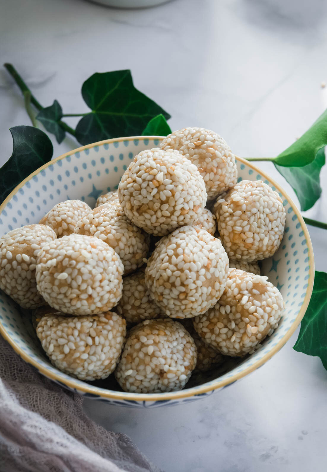 Peanut butter sesame balls are a quick dessert that requires just 5 ingredients and no baking. They're low in sugar and make the perfect treat anytime you're in the mood for something sweet. Paleo option available too! #vegandessert #peanutbuttersesameballs #calmeats #paleodessert #glutenfreedessert #nobakedessert #dairyfree #nobake