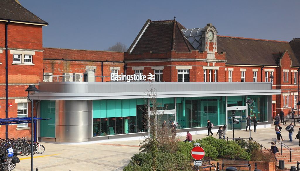 Basingstoke Station1.JPG