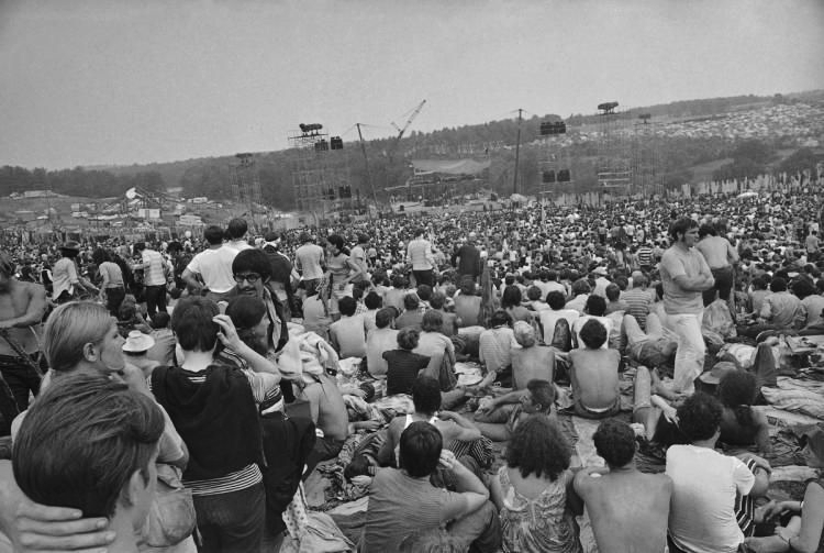 woodstock crowd.jpg