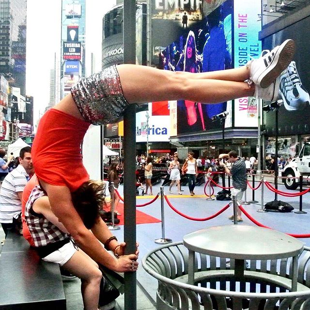 Digging in the crates to 2012, when I was having a bit of a love affair with New York City and was obsessed with kicking a knee injury to the curb... Photo by Laurie Markiewicz  #cityismyplayground #freeyourspine #streetpole #movemore #movementiskey