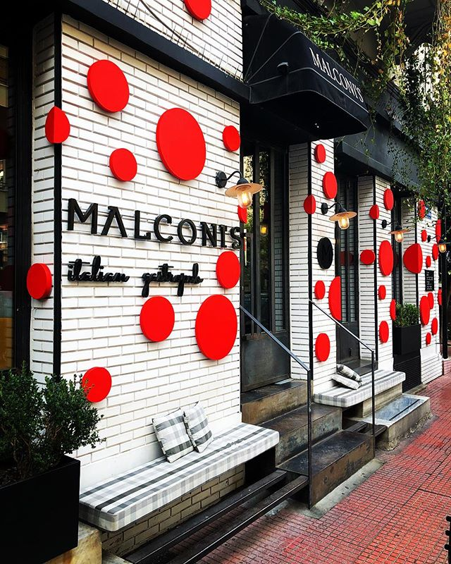It's starting to feel a lot like Christmas!!!...make it a December to remember!!!!🔴🔴🔴 #malconis #family #fun #best #place #in #athens #italian #gastropub #comfortfood  #brunch #clubbing #instafood #visitgreece #kolonaki #greece #spacelabarchitecture