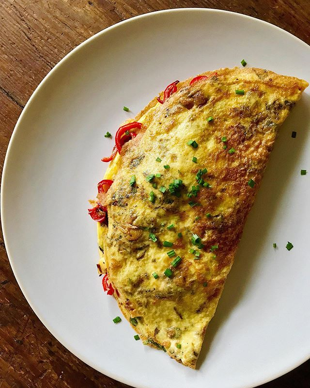 Just a casual mid-Monday omelet with @newearthfarmvb farm eggs and poblano peppers, @mcforganic basil, onion, chorizo and my own chives 🙏🏼 #thefulltable