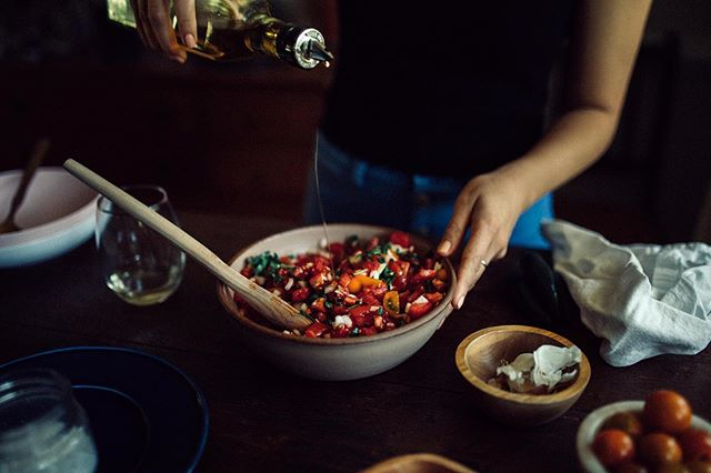 When you're in charge of a side at an upcoming potluck (we're looking at you, football season!), before a jarred, preservative-induced, imposter of a salsa gets added to the queue, please, please volunteer to bring this salsa. ⠀⠀⠀⠀⠀⠀⠀⠀⠀ Call this your go-to recipe for a late summer salsa, football season salsa or really, anytime salsa. Either way, it's surely a crowd-pleasing salsa. Recipe link is in the profile! ⠀⠀⠀⠀⠀⠀⠀⠀⠀ P.S. Here's a tomato tip: Use a serrated knife to slice 'em. You don't crush the tomatoes as you slice, and you'll reserve those sacred juices for your salsa. #thefulltable  Photos by @gianvaldiviaphoto_editorial