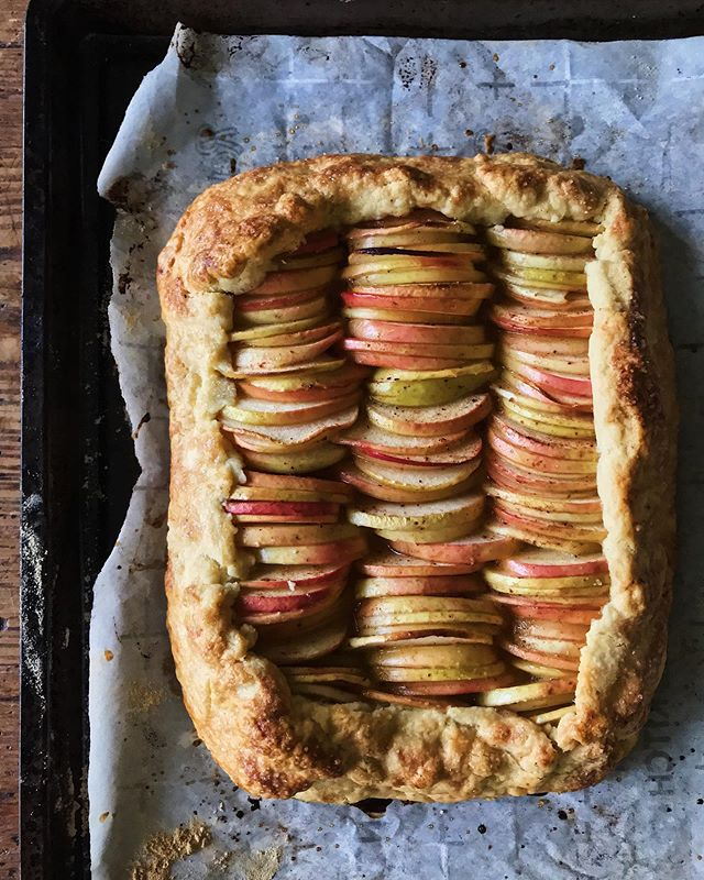 Sundays = lazy baking = apple galettes 🙏🏼 #thefulltable