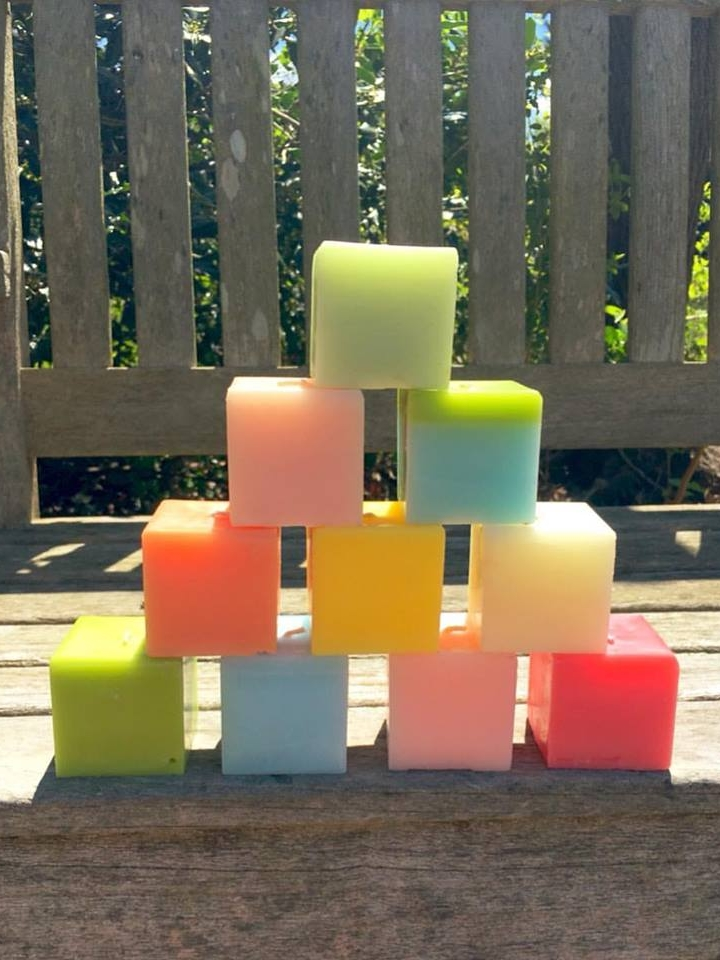CANDLES & SCENTS -