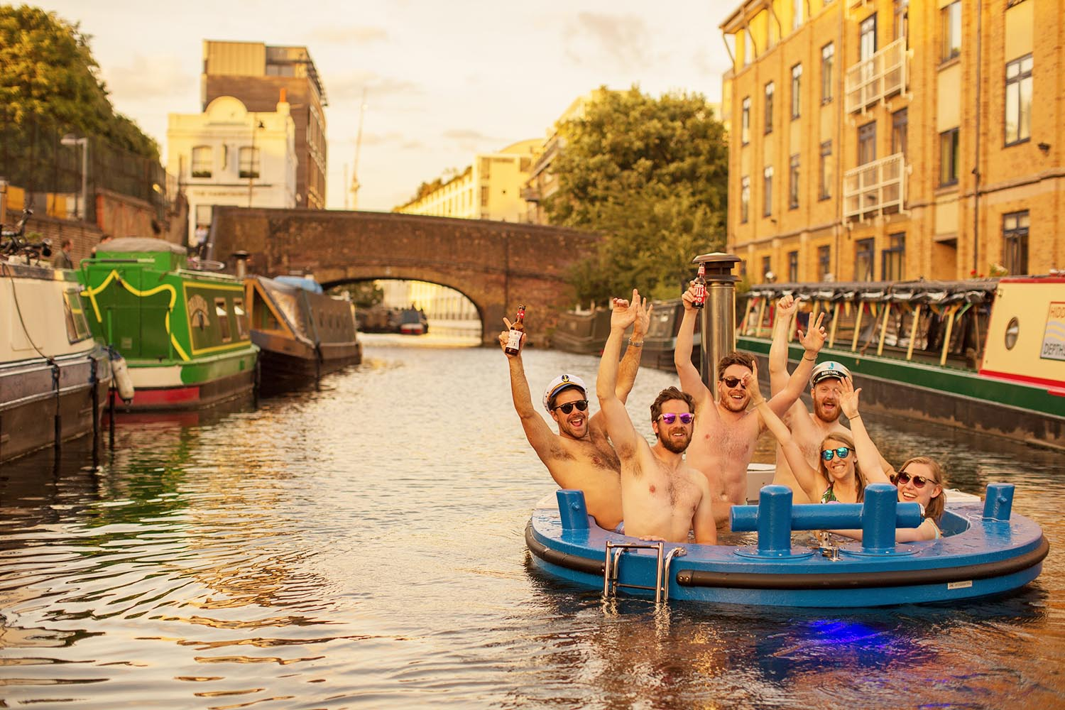 ANGEL/OLD STREET - Our Central London location is a beautiful and tranquil part of the city. Ideal for a relaxing and luxurious Hot Tug trip along a traditional stretch of British canal