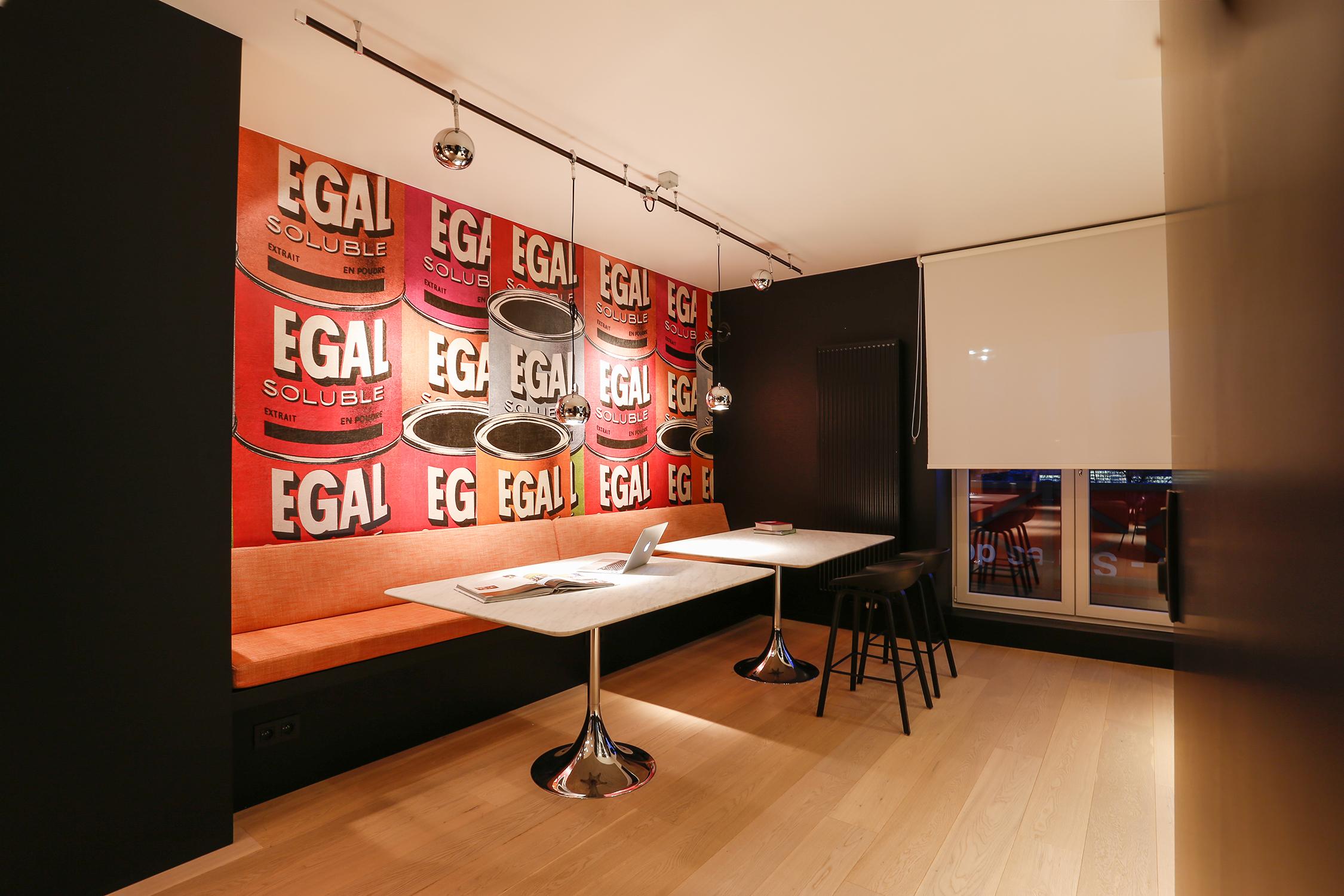 AppartementDrève Richelle - Aménagement intérieur d'un duplex.Conseil couleurs, choix des stores et papiers peints, réalisation d'une banquette sur mesure.