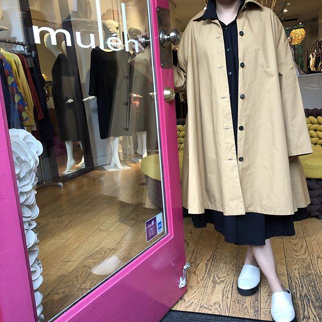 Boss lady wearing the new Cotton canvas swing coat by @apuntob_official Perfect for Fall! : #mulehnyc #fallfashion #newyork #fashion #apuntob