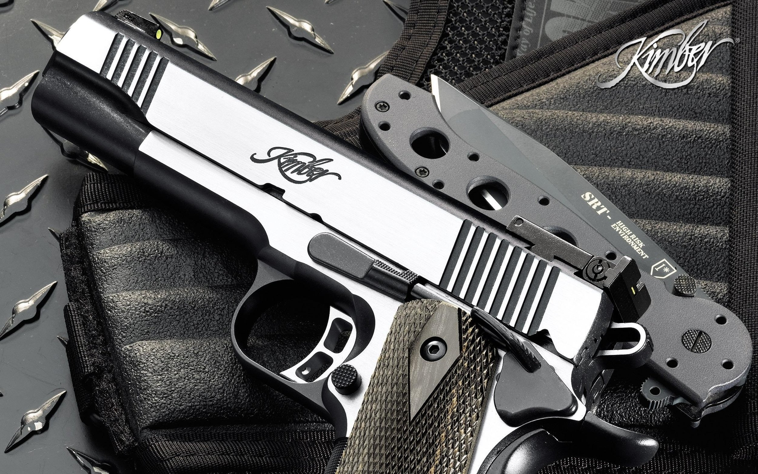Weapons_Pistol_and_Knife_HD_Desktop_Photos.jpg