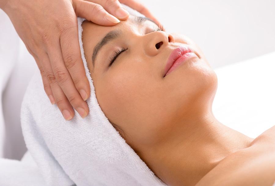 Face-Massage-Close-Up.jpg