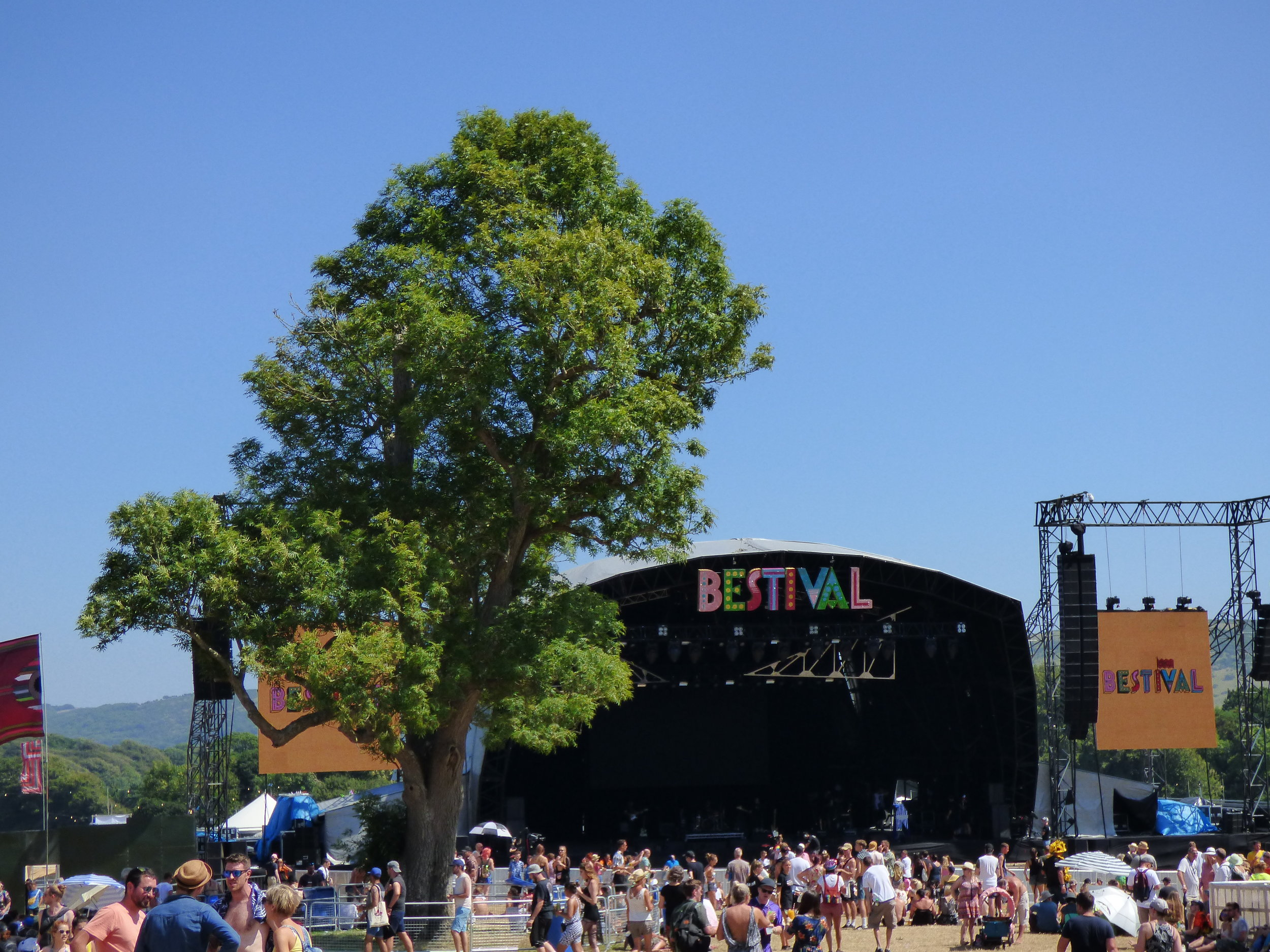 Bestival 2018:Friday Report - Friday marked the first full day of Bestival, the sun was blazing down as thousands of revellers flocked down to the scenic surroundings of Lulworth Estate for the festival.