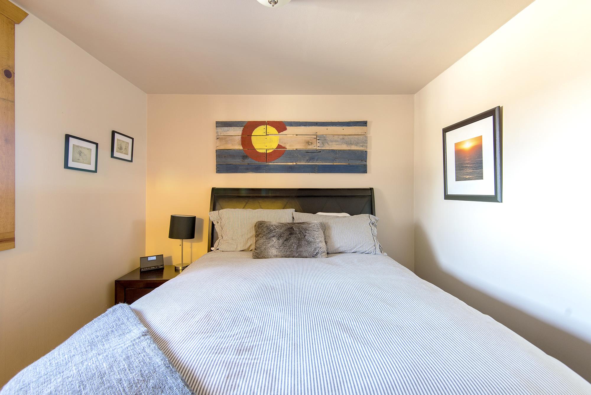Bedroom 1: Queen size bed, sleeps 2.