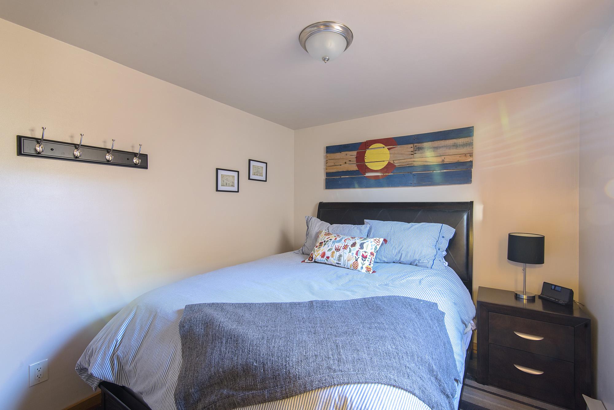 Bedroom 2: Queen size, sleeps 2