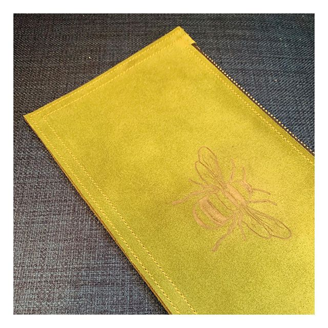 Bee fashionable! . . #dingyproject #leatherpouch #womensfashion #helpinganimals #bee #bees #accessories #rescuedontbuy #animalactivist #adoptdontshop #bees #beesofinstagram #fashionforacause #menstyle #suede #womenstyle #clutch  #showyourdingy #shoplocal #locallove #fashion #columbusohio #ohio #fashionblogger #igfashion #fashionaccessories