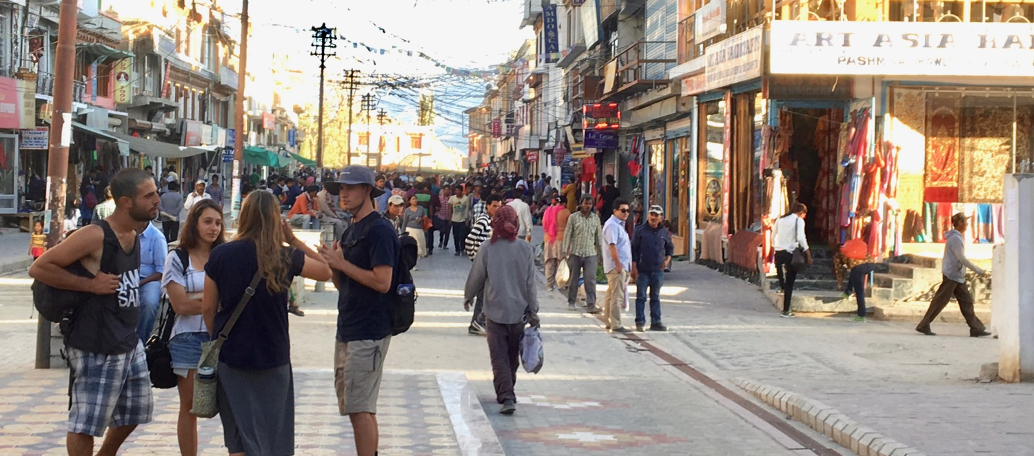 2016 Team Yeshua volunteers share with Israeli backpackers on the streets of Leh, India.