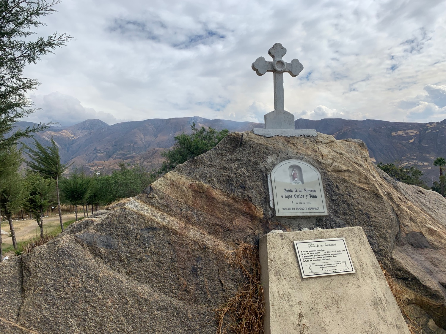 This memorial was built into a rock by a father who lost his wife and two sons in El Alud.