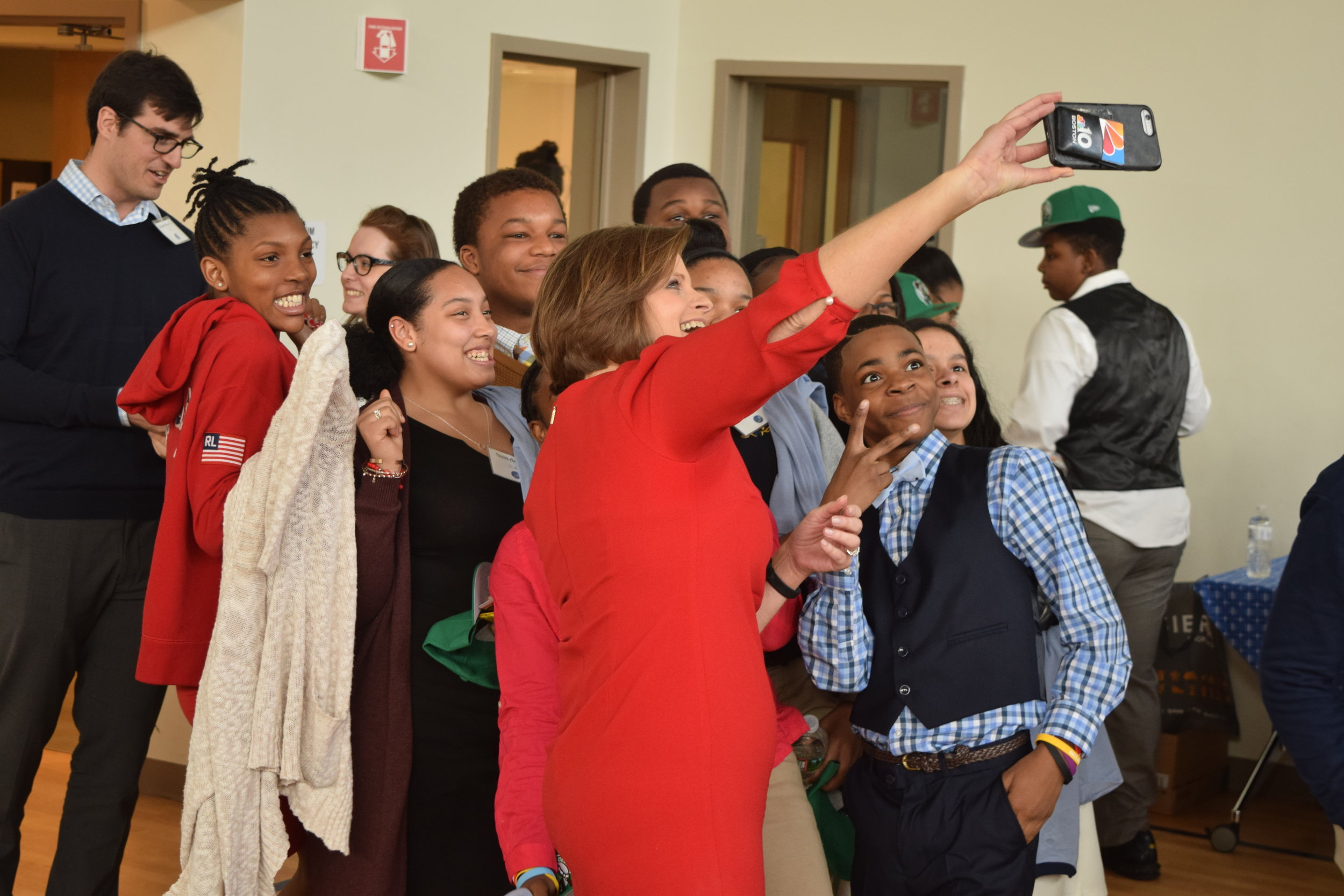 Aly Donnelly taking a selfie with the students