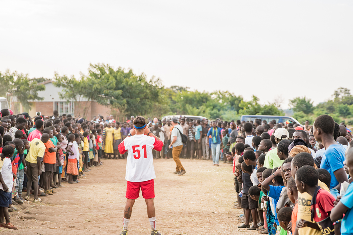 MG-malawi-summer2017-InVillage-SoccerDay-20_s.jpg