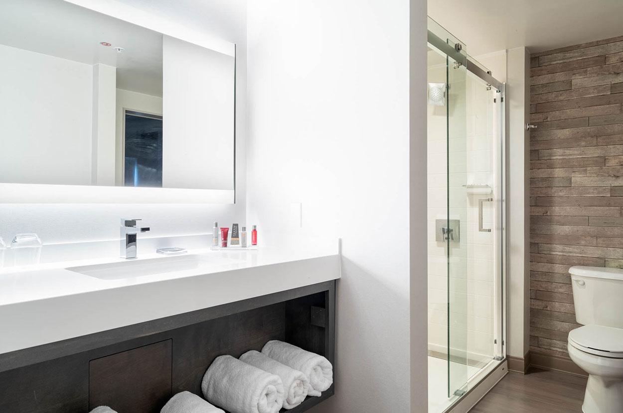 2Mystic_Marriot_bathroom.jpg