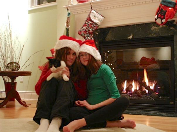 sisters-christmas-with-black-white-cat-that-cat-blog