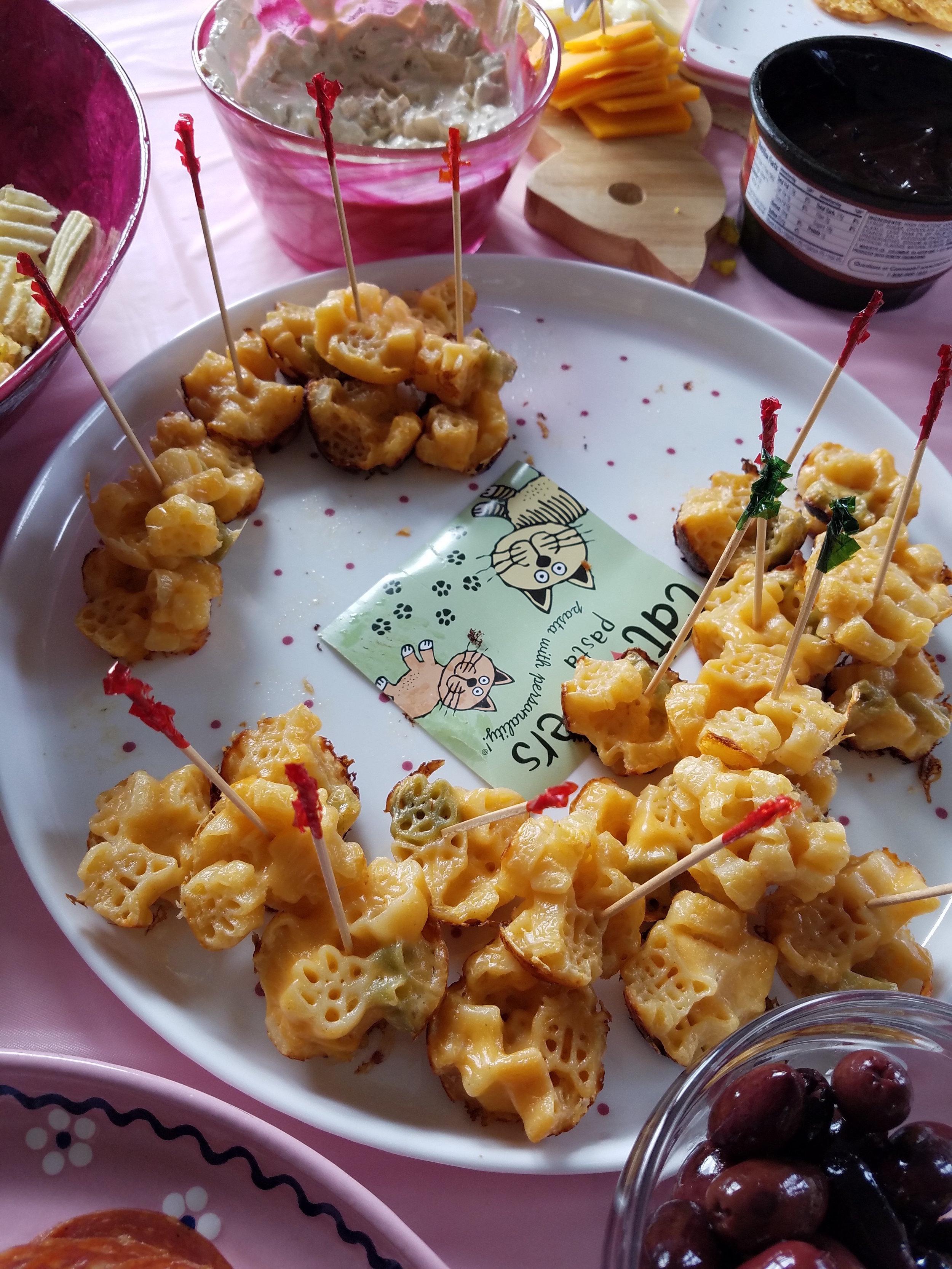 Pawprint mac and cheese bites