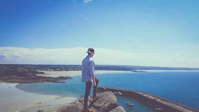 #bretagne #breizh #seaview #vanlifediaries #france