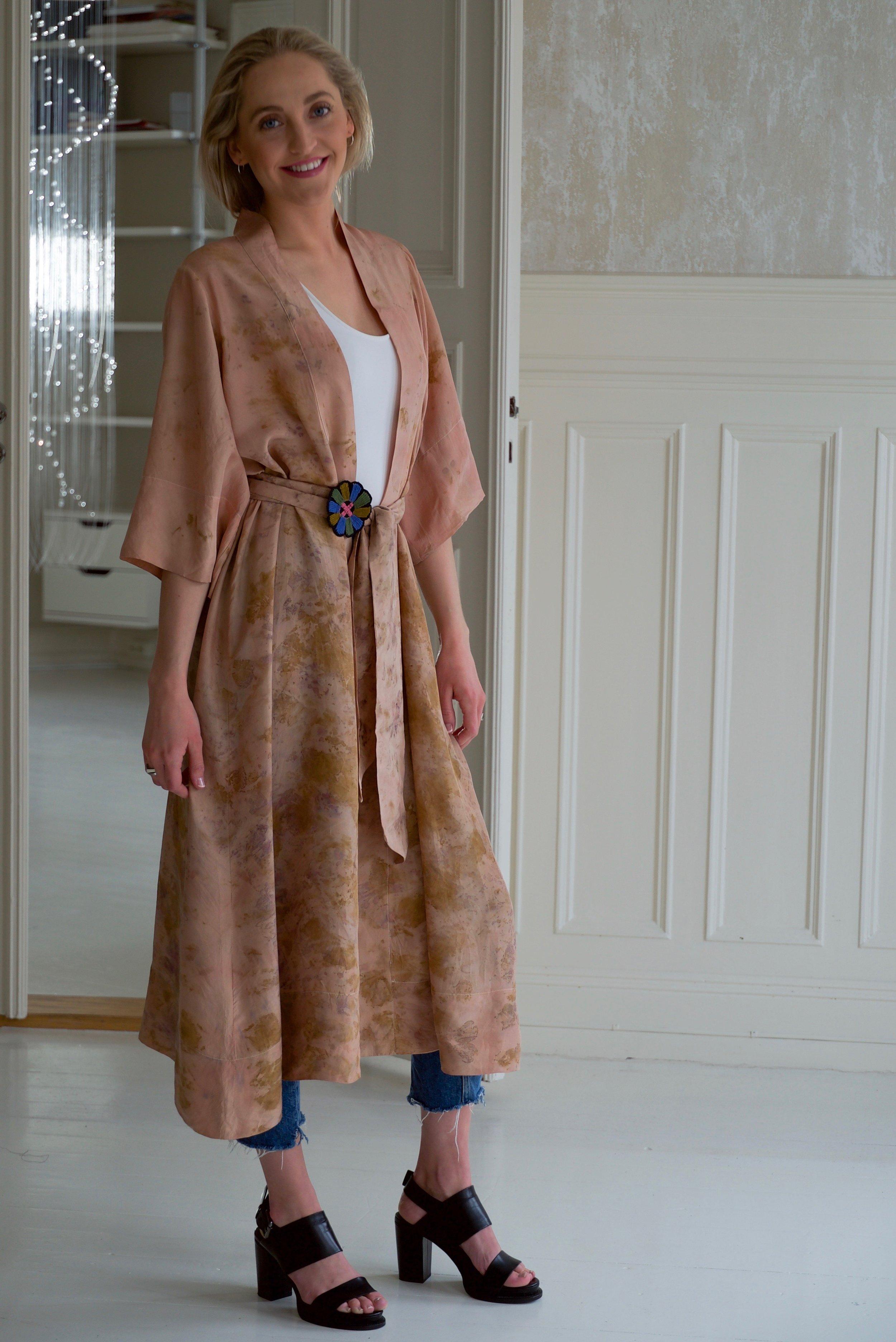 Robe 18, Victoria front m belte og badge.jpg