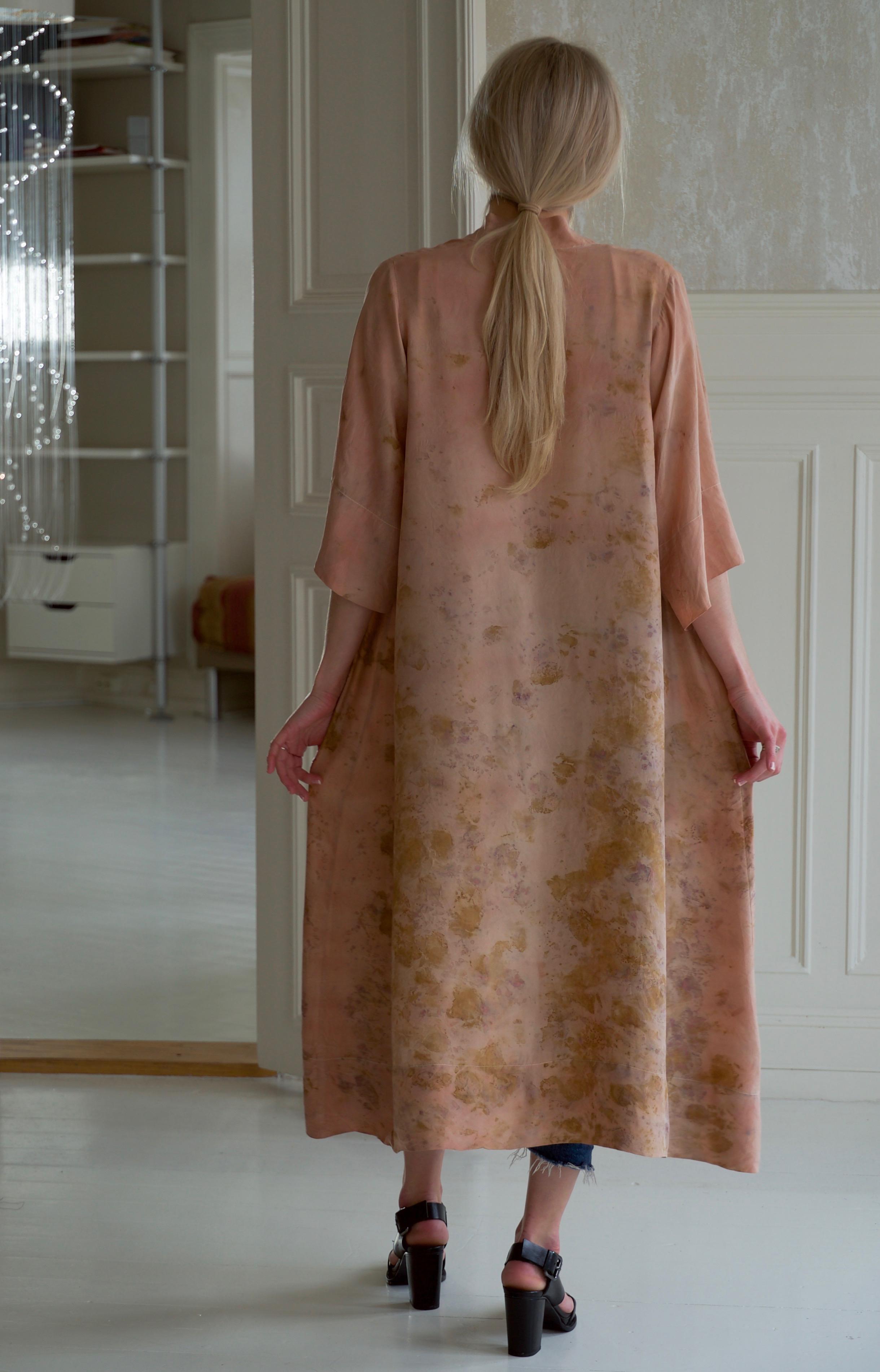 Robe 18 Victoria, back.jpg