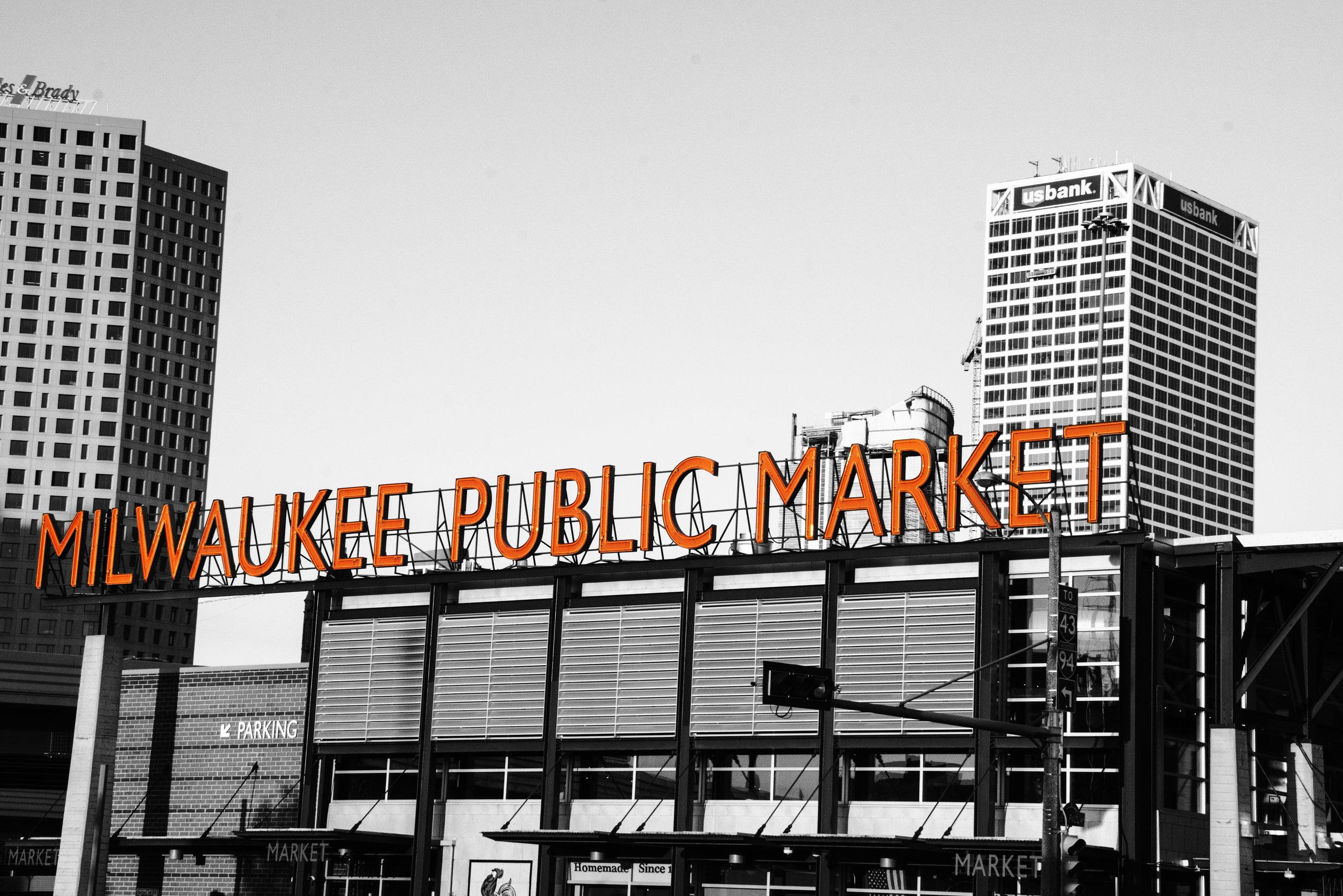 16_Milwaukee_28_b&w_red.jpg