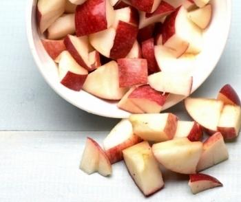 Mama_Lama_Salat mit Apfel.jpg