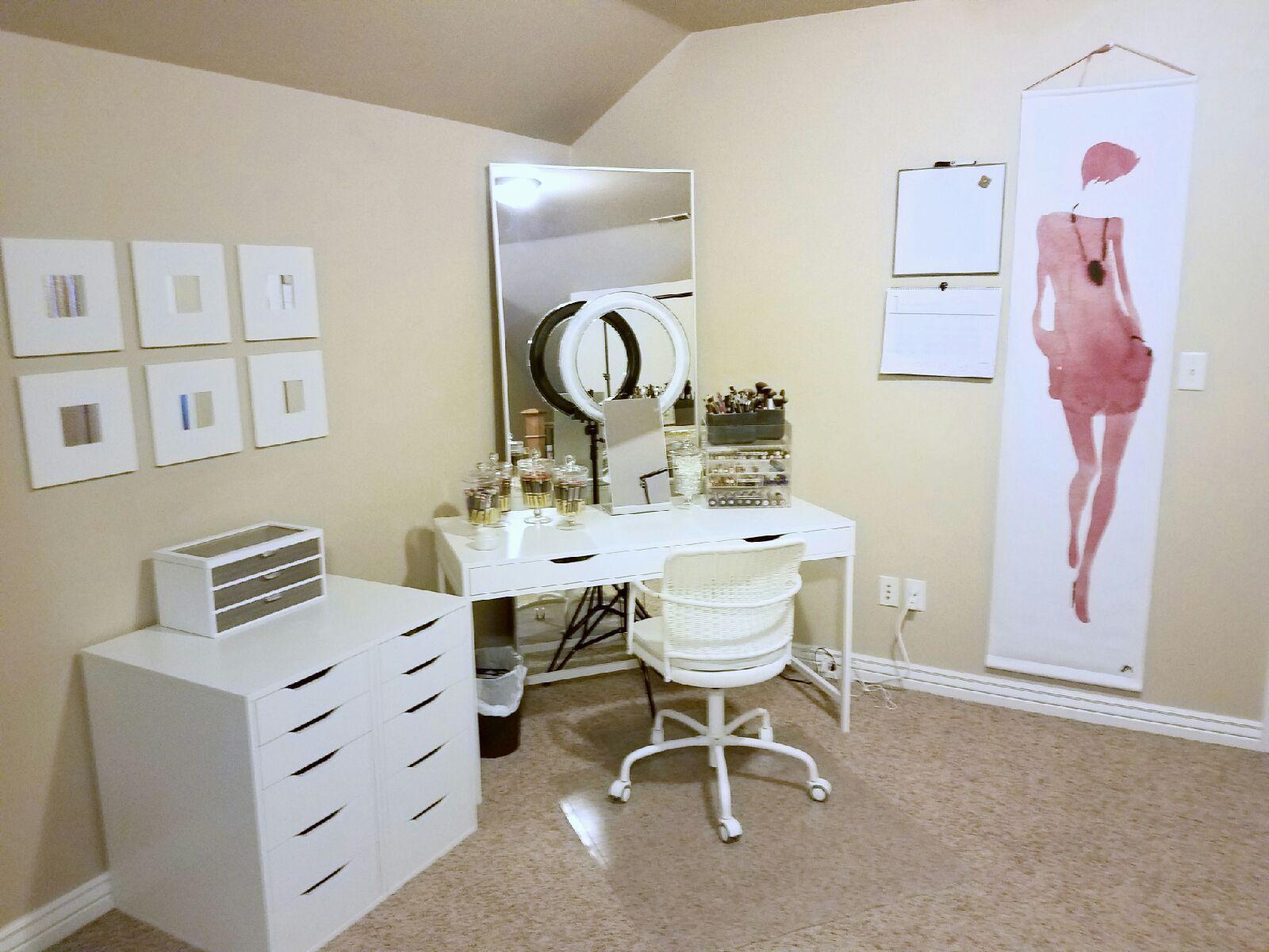 BEAUTY STUDIO - (my bedroom)