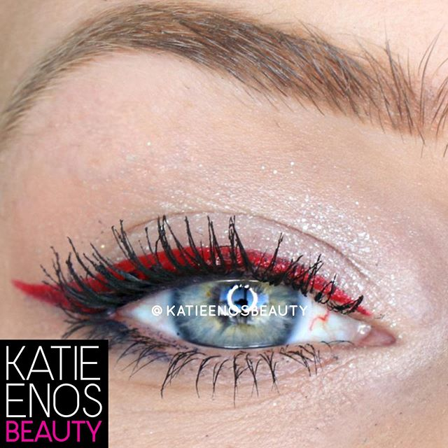 How's this for festive??? Here's a close-up look at my eye look from yesterday! . Do you go all out with your makeup on the 4th or keep it pretty basic? Let me know! . #wakeupandmakeup #imakeuplikethis #katieenosbeauty