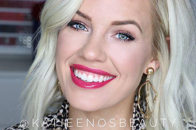 Rocking a little bit of gold and pink in this throwback! I'm wearing #ModMagentaLipsense with #pinksandgloss on top! . Are you a shimmer, glitter, or matte eyeshadow wearer? . Tell me below ⬇️⬇️⬇️⬇️⬇️ . #imakeuplikethis #wakeupandmakeup #katieenosbeauty #makeuptutorial #beautyblogger #makeup #eyeshadow #lipstick #shadowsense #lipsense
