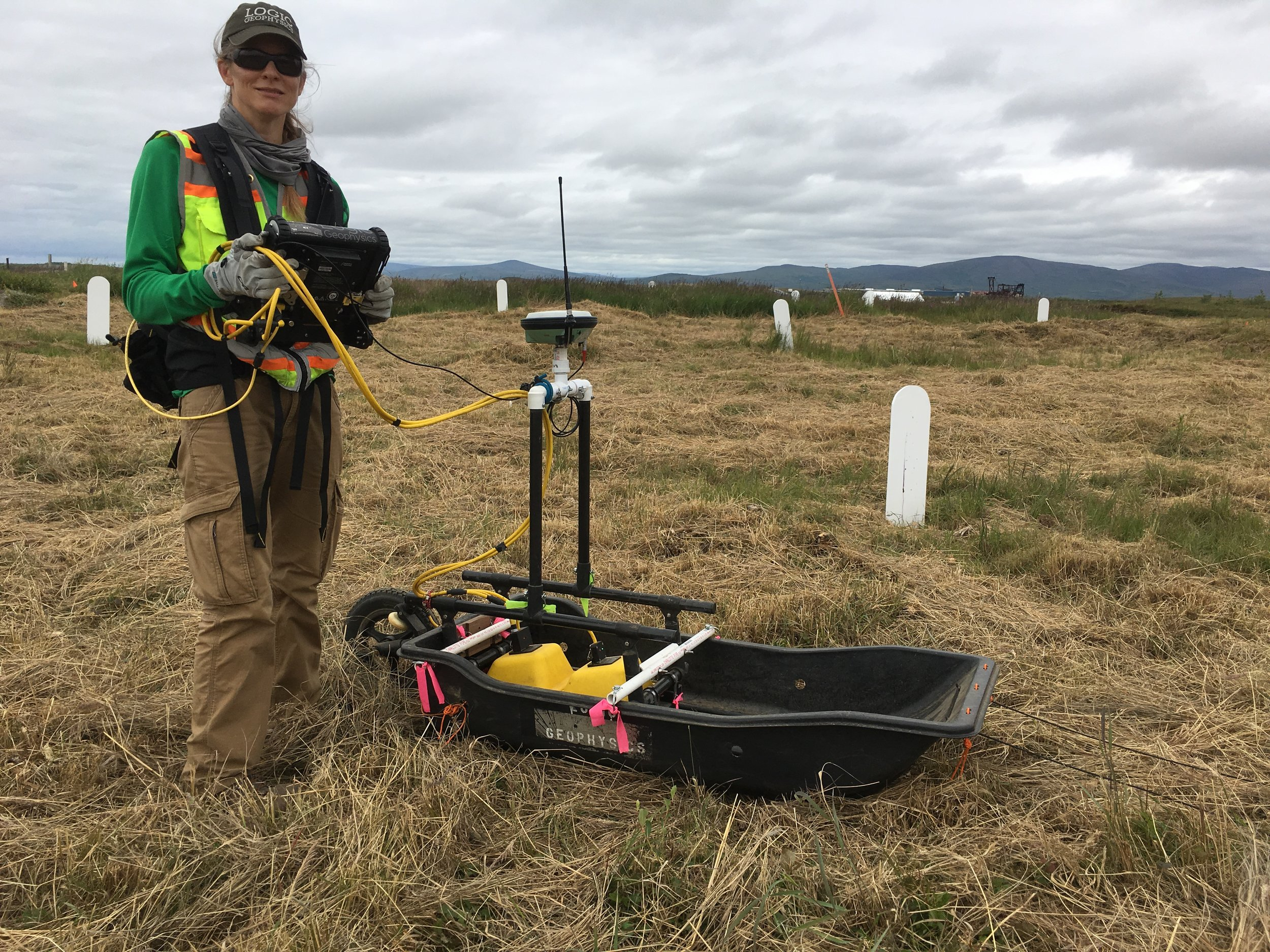 Using a sled for grave detection on tundra and tussocks