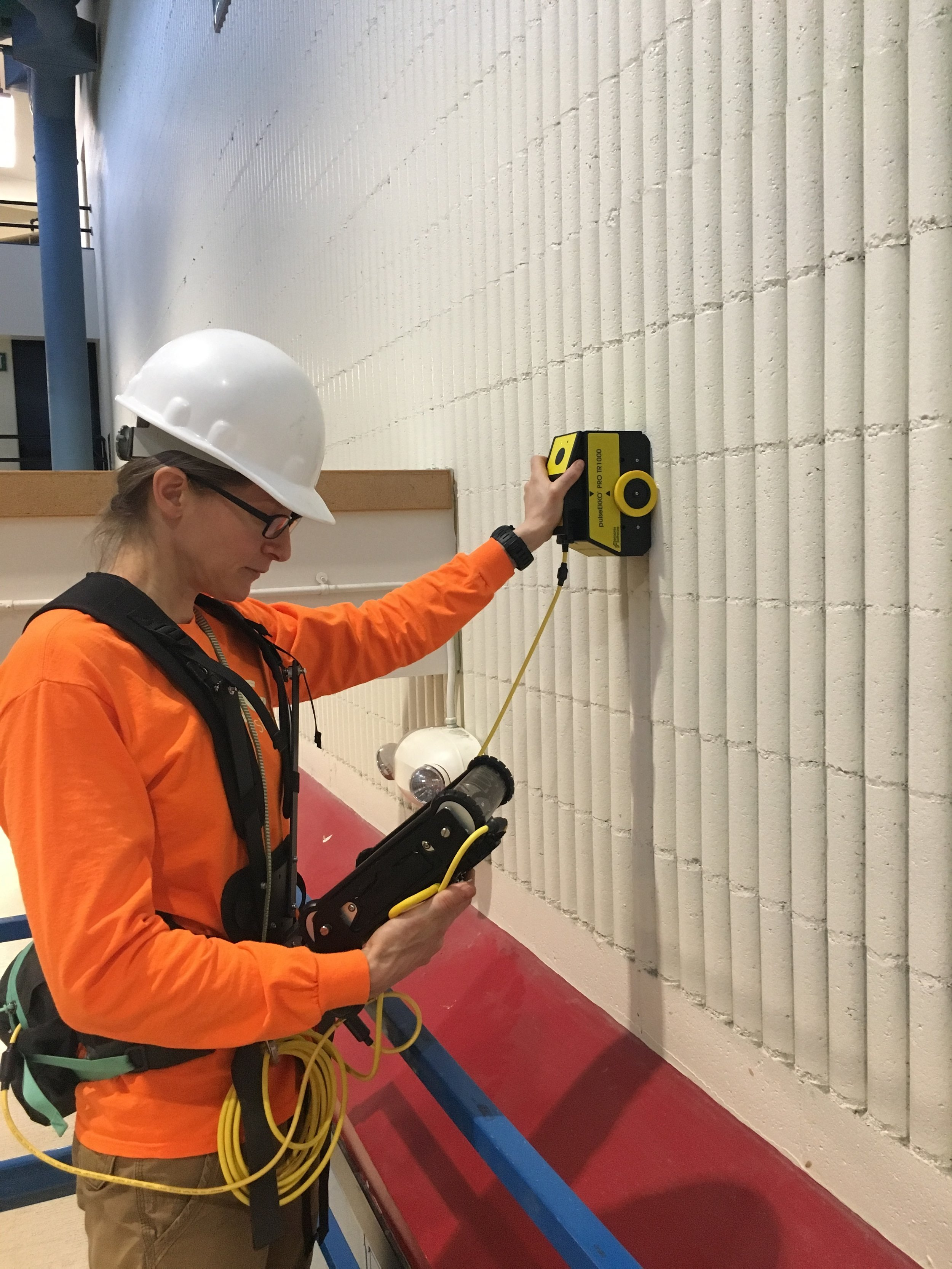 Using GPR on a wall to assess grouting conditions