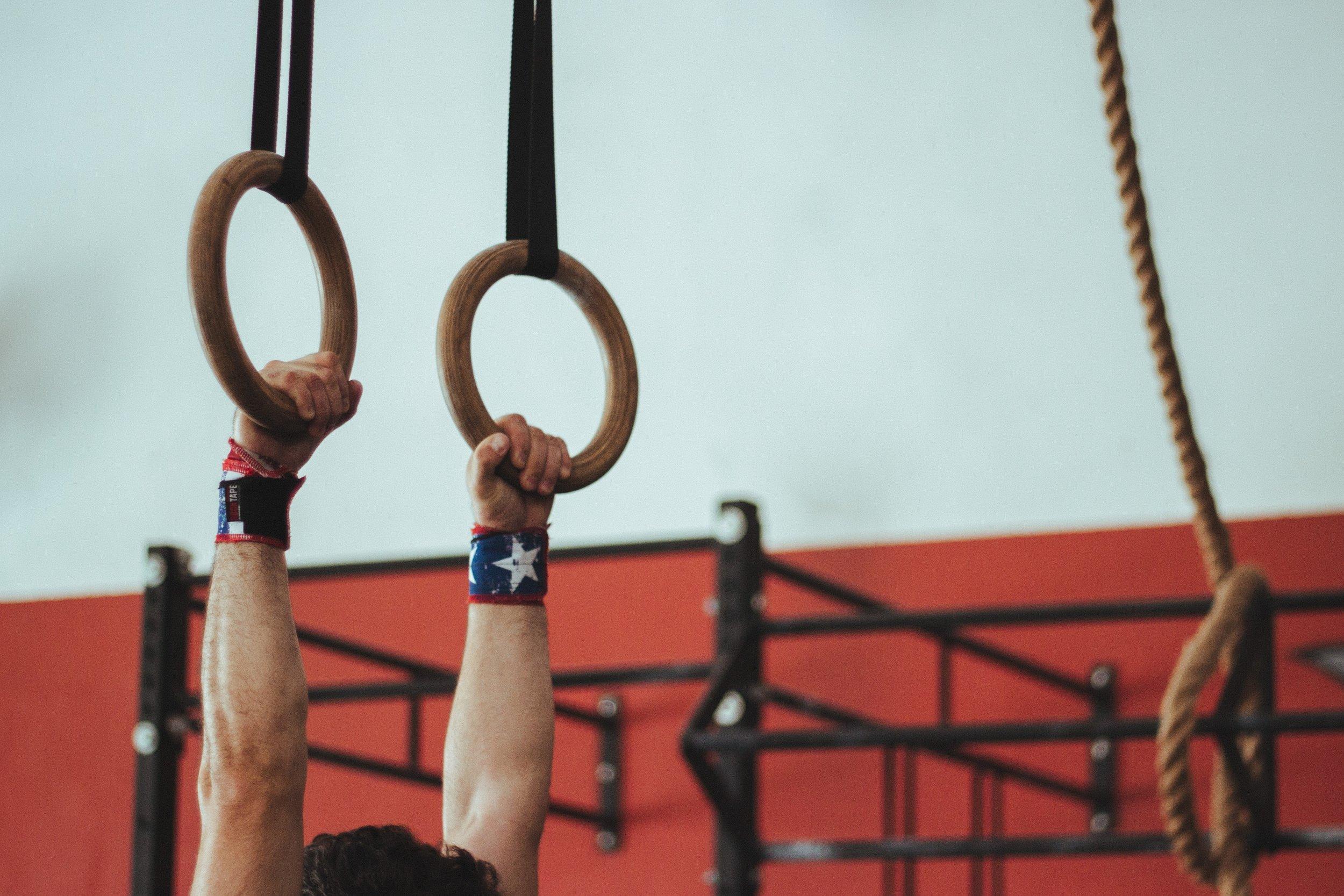 athlete-bodybuilding-fitness-931322.jpg
